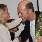 Amdam fikk blomsterhilsen fra styret, overrakt av Margarethe Kielland Stoltz.